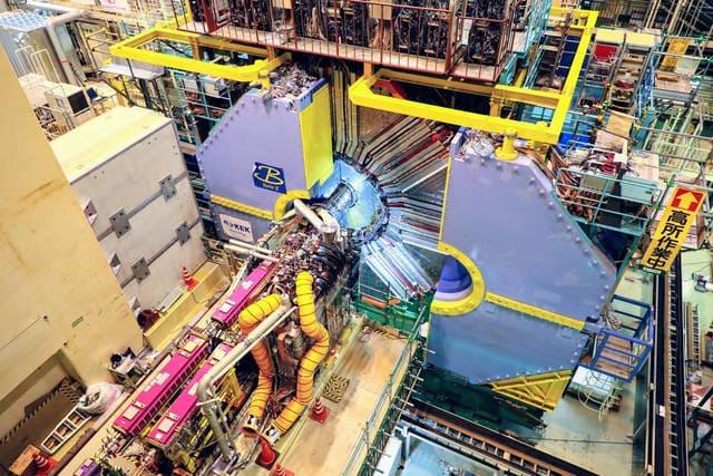 SuperKEKB-colisionador-de-hadrones-viajeros-en-el-tiempo-fisica-cuantica-